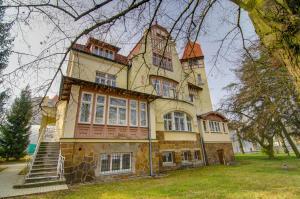 Sport Villa Hofmann - Fitness & Tenis - Hotel - Karlovy Vary