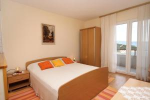 Apartments and rooms with parking space Jelsa (Hvar) - 8798