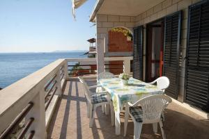 Apartments by the sea Zavalatica (Korcula) - 9315, 20273 Zavalatica
