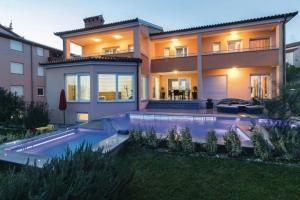 Luxury villa with a swimming pool Pjescana Uvala (Pula) - 17131