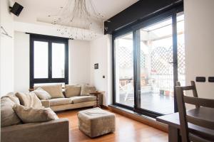 Bright Terrace Apartment in University District - AbcAlberghi.com