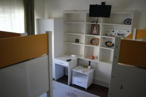 Standard Twin Room with Shared Bathroom Limon Hostel