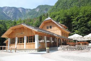 Planinski dom Savica
