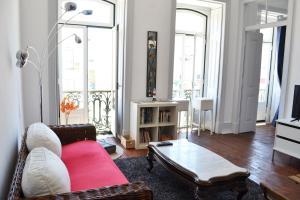 Lisbon Big House, 2800-270 Almada