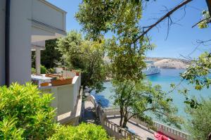 Apartments Stunning sea viewnear beach