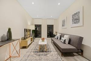 obrázek - New 2 beds Apt mins walking to Darling Harbour,QVB