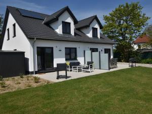 Ferienhaus Wildrose 1 und 2 in Kühlungsborn mit Terrasse und Garten - Brunshaupten