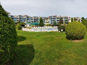 Riviera Complex 6