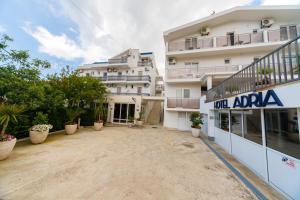 Hotel Adria, Бар
