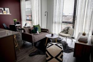 Chic 3BR/2BA Apt near Chicago Loop by Domio