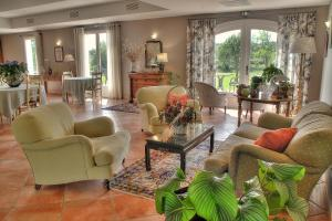 Location gîte, chambres d'hotes Hôtel La Bastide d'Iris dans le département Ardèche 7