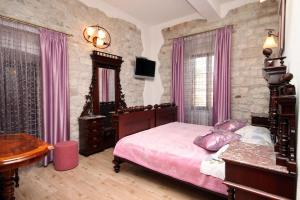 Apartments and rooms by the sea Trogir - 2979, Pension in Trogir