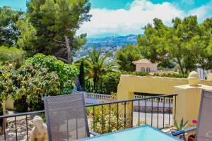 David - holiday bungalow with pool in Teulada