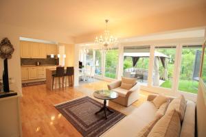 Luxury Riverside Residence