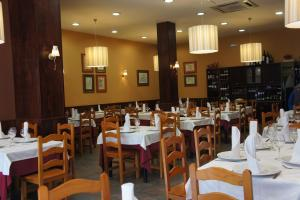 Hostal Restaurante Alarico, Guest houses  Allariz - big - 1