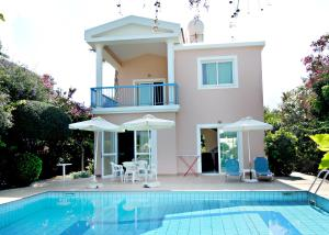 Four-Bedroom Villa with Private Pool Rododafni Villas