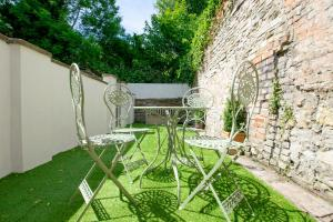 Large garden apartment, Sleeps 4