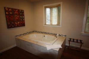 The Inn at Shasta Lake - Accommodation - Lakehead