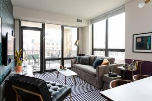 Gorgeous 2BR/2BA Apt in River North by Domio
