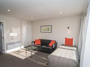 Cedar Lodge Motel - Accommodation - Timaru