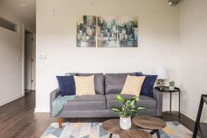 obrázek - Comfy + Cozy - Modern 1br Near Lake + Juneau Park