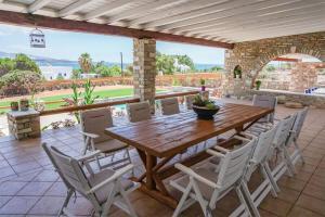Ostria villa Antiparos Greece