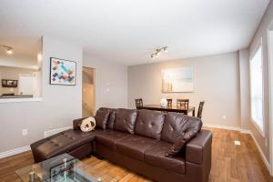 obrázek - 23-600 Sarnia · *Rare* Beautiful 5 Bedroom near UWO- 700+ Review