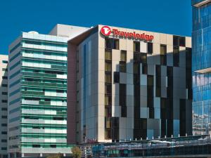 Travelodge Hotel Melbourne Docklands (1 of 25)