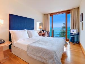 Deluxe Room with Sea View