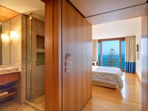 Deluxe Room with Hydromassage Shower and Sea View