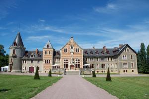 Location gîte, chambres d'hotes Château de Beguin - Hôtel Luxe dans le département Allier 3