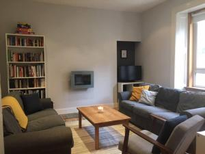 obrázek - Spacious 3 Bedroom Flat in a Charming Location