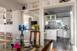 Amazing Seafront Apartment Athens Riviera