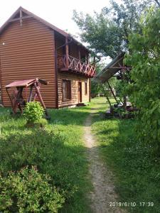 Mandrivnyk - Hotel - Mykulychyn