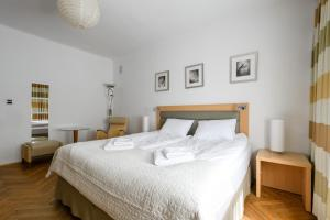 Airport Apartment Kings Bed 24h FV by 404 Rooms Apartments