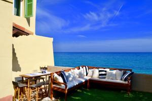 Beachfront Riviera Villa With Own Private Sea Acce - AbcAlberghi.com