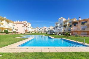 Condominio Jardins Santa Eulalia by Garvetur