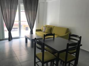 Apartment White Residence