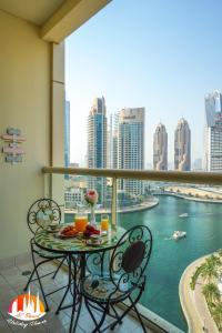 A C Pearl Holiday - Marina Views Chic Apartment - Dubai