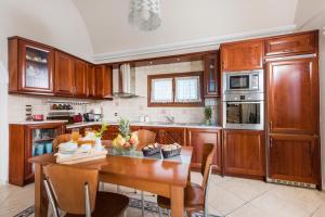 obrázek - Luxurious Villa in Greece - Vineyard, Jacuzzi on Terrace, Sea Views