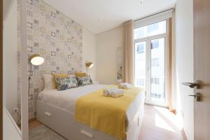 LovelyStay - Colorful Flat in Iconic Street w/ Balcony, 4000-099 Porto