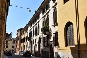 Stay in Verona Center - AbcAlberghi.com
