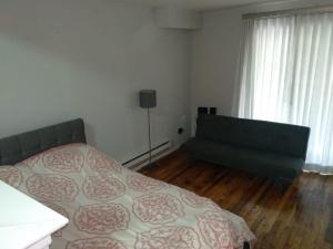 obrázek - Spacious 1 BR Apartment - Sleeps 4