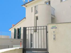Hostel Ameglia - AbcAlberghi.com