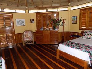 Mango Creek Lodge