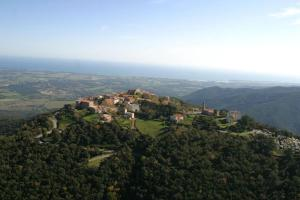 Prunelli village, entre mer et maquis