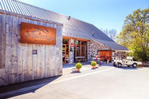 Location gîte, chambres d'hotes Les Volca'lodges de Tournebise dans le département Puy de Dôme 63