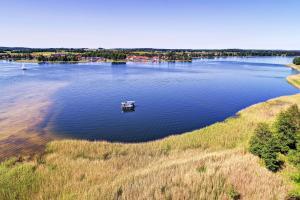 Houseboat Poland - pływający domek na Mazurach