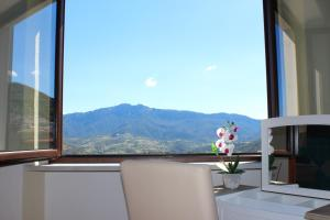 Camera Matrimoniale con Vista Montagna