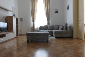 RICARDO'S OLD TOWN LUXURY APARTMENT NEAR PRESIDENTIAL PALACE FOR 4 PERSONS